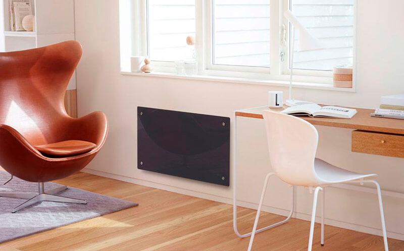 Stilren panelovn i stue fra Nobø