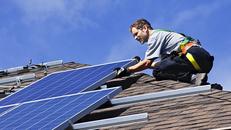 Solceller på private hjem sparer både deg og miljøet.