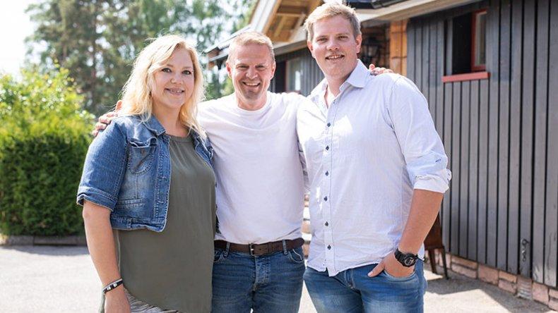 Sinnansekker'n Otto Robsahm med deltagerne Marita K.W. Andersen og Jon André Haugland