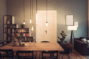 Stue med en rekke ulike lyspærer.