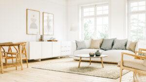 en stue i skandinavisk stil i et tomt hus