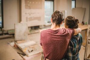 kjæreste par under oppussing