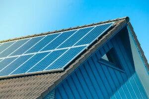 bolig med solcelleanlegg på taket