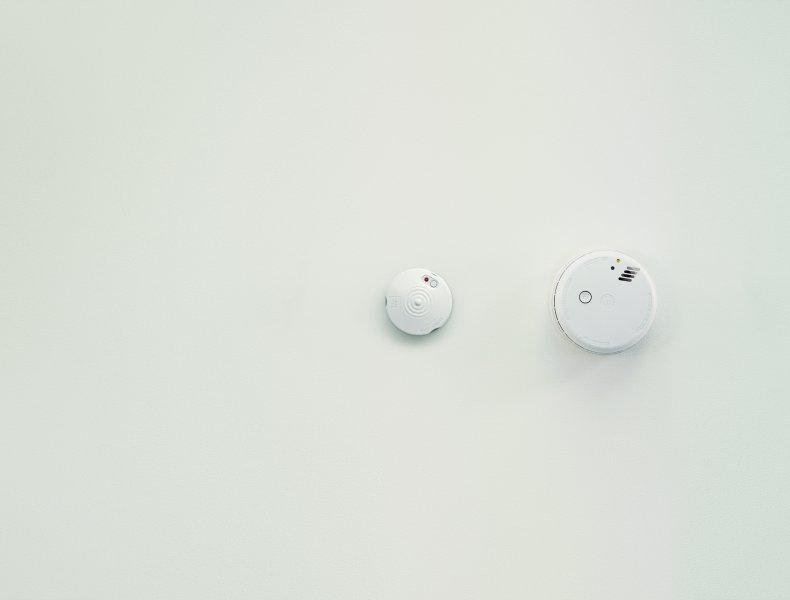 strømkutt fra ctm lyng installert ved en røykvarsler i tak