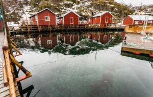 vann og rorbuer, nusfjord i lofoten