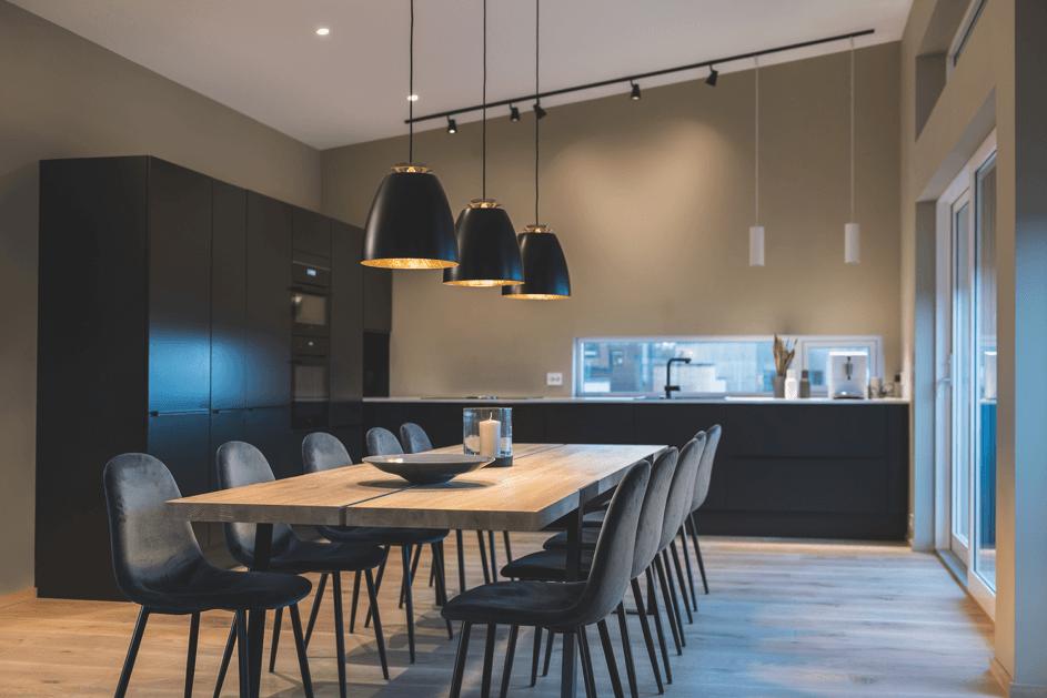 Kjøkken med direkte og indirekte lys